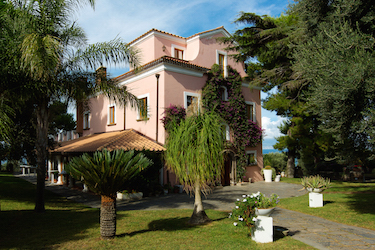 Holiday rentals soulitaly for Moderne case costiere